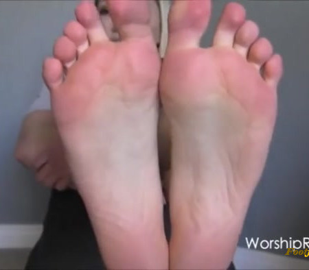 Princess Rene - Sparkly Red Holiday Toes