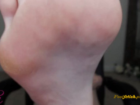 Empress Mika - Beg Me to Show you My Feet