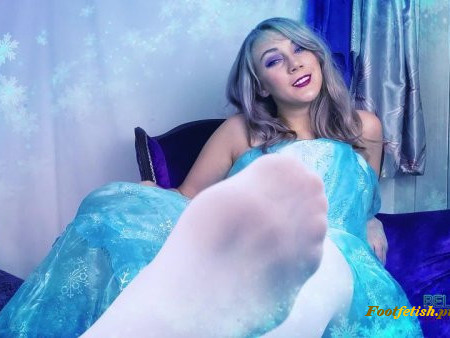 Bellatrix Bandit - Ice Queen Melted By Foot Slave - New Year
