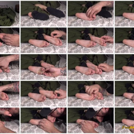 The Foot Room – Coco's Napping Tickle