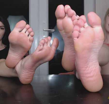 The Queens - Fucked over by 4 perfect Feet
