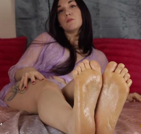Luna Sapphire - Foot Jerk Off Game