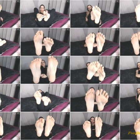Lydia Frost - Jerk it for my beautiful big feet and toes