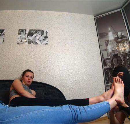 LICKING GIRLS FEET - JULIA and EVA - Best friends