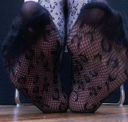 Queen Nyx - Dirty Fishnet Feet
