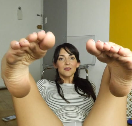 Stella Liberty - Roommate's Dirty Feet