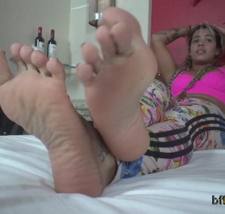 Bffvideos - Lolah Vibe Sweaty Feet Of Sneakers Pt.3