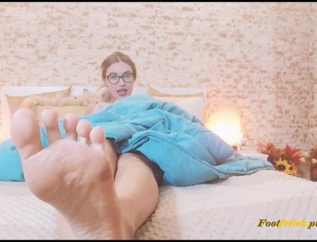 Goddess Natalie - Clean my feet before bedtime