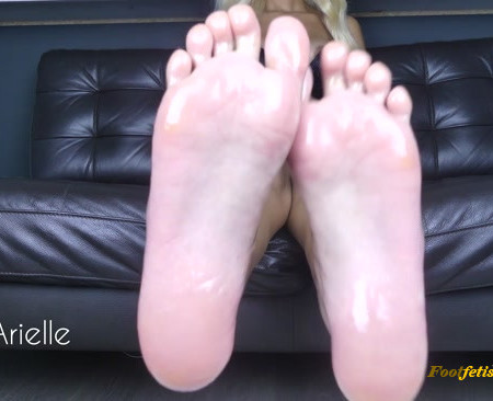 WowArielle - Oily Sole Worship