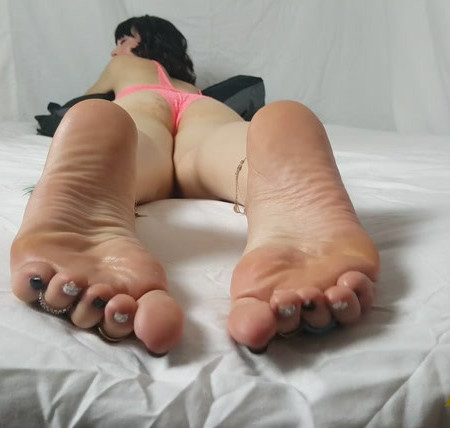 FOOT GODDESS IN PINK UNDERWEAR GETS SEXY SOLES LICKED