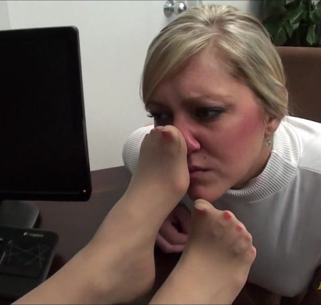 First Time Foot Smellers - Smell Sadie's Stench Out