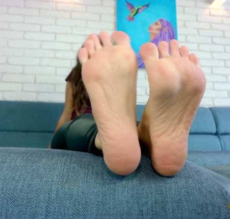 Polish Mistress – Lisa Tickle Feet Close Up