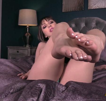 Jenna Satina - Eat for my feet