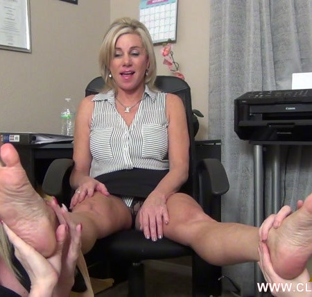 EXTREME FEET CLIPS - Worshiping The Boss' Mature Feet For The Job