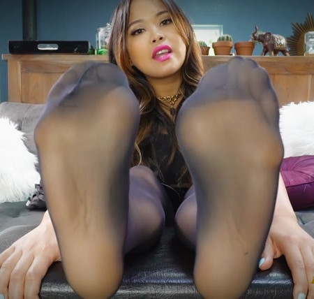 Astrodomina - NYLONED FEET WEAKNESS
