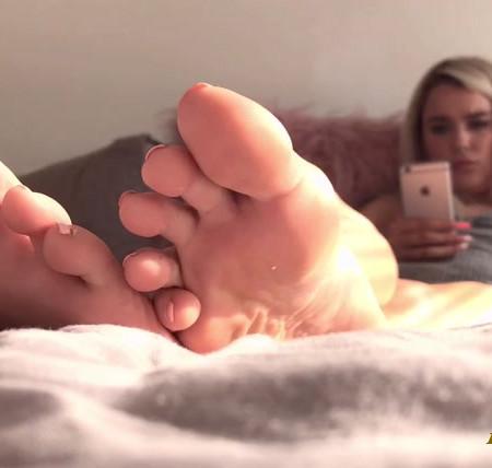 Goddess Lucie_x - Ignored By Goddess' Pretty Little Feet - Foot Fetish