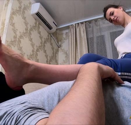 JULIA - Wipes her feet