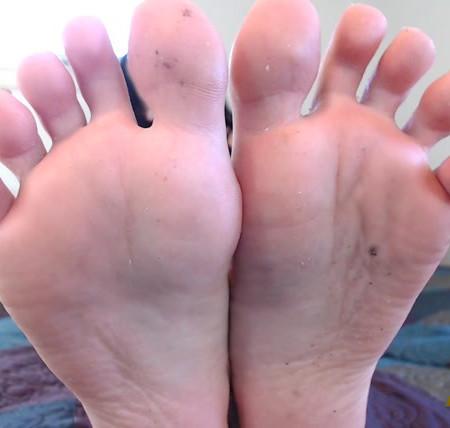 Natalie Darling - Clean MY Feet