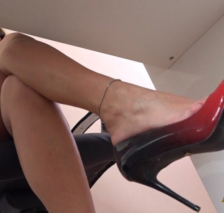 Foxy Footdom and Trampling – Lady Annabella – The Loser Of The Office – New Footbitch