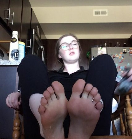 freckled feet - Sweaty barista JOI worship instructions