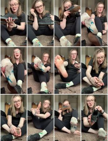 freckled feet - A little shoe socks strip