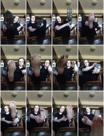 freckled feet - Sweaty barista JOI worship instructions
