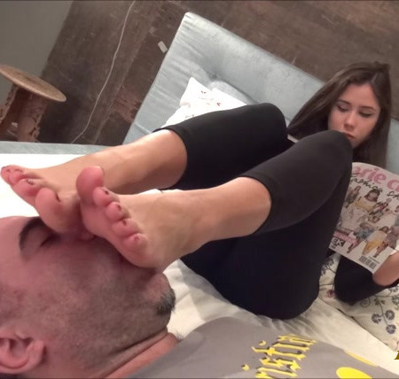 ALICE - The Toys Of The Top Model - Foot Worship And Foot Massage On Face