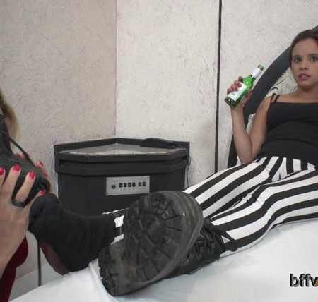 Bffvideos - Under Magda Sweaty Feet Of Boots Pt.1