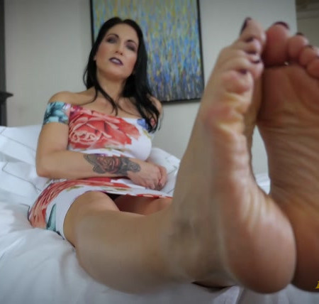 Raven Eve - Perfect Feet for Fetish