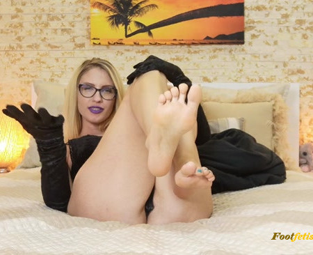 Goddess Natalie - Entranced by the scent of my feet