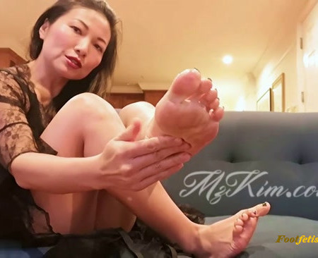 Mz. Kim – Feet and Spit
