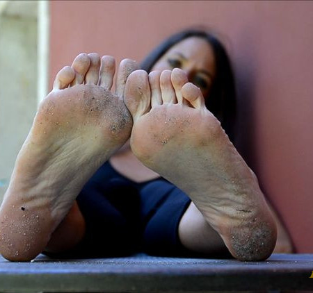 Barefoot Urban Girls - SWAINS: soles show and train ride