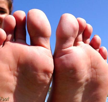 California Beach Feet - 18 year old mexican girls bare feet soles video
