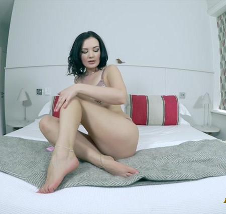 Faye Taylor - Foot massage