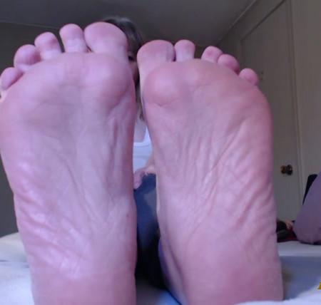 Hot Wife Jolee - Lick My Feet Suck My Toes