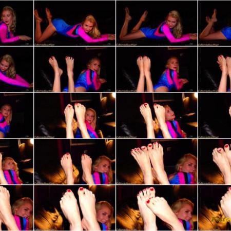 California Beach Feet - Odette Delacroix posing barefoot