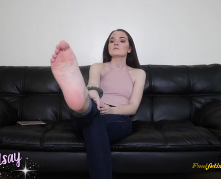 Bratty Lindsay – Sucker for Smelly Toes