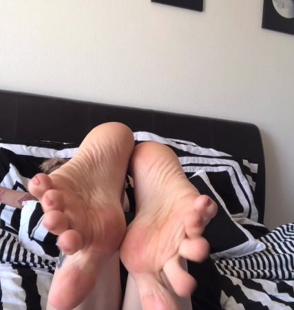ashley fancy fetish - Me laying on my stomache with my Bare feet