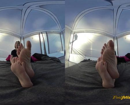 xxSmiley – Wrinkly soles in VR