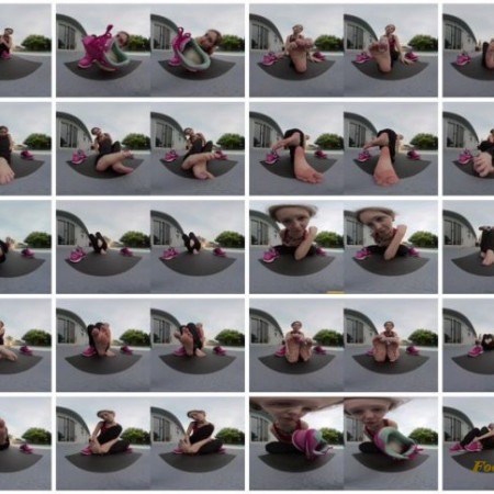 xxSmiley – Stinky Feet and Sneakers VR