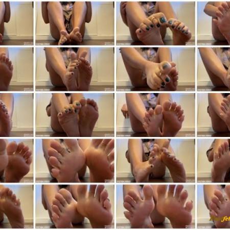 Skinnybtch soles - Foot Goddess Domination