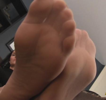 Obey Melanie - P.O.V. Goddess Melanie's feet