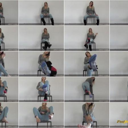 Mistress Chantel – Winter Boots and Perfect Feet JOI Cum Countdown