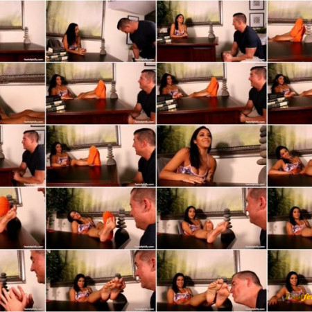 Feet of Philly - Mia Martinez - You Seem Distracted