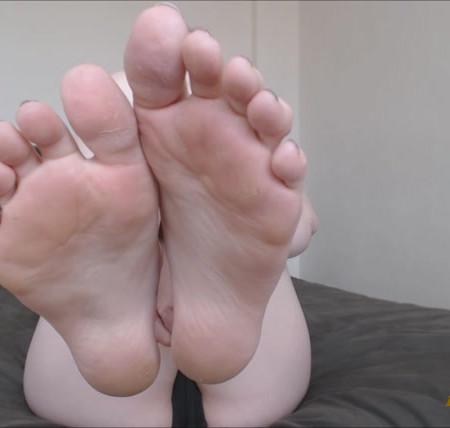 Kaidence King - Sweaty Feet Licking Instructions