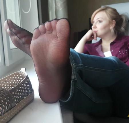 Rina Foxxy - black nylon, feet flats tease