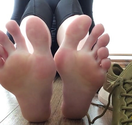 Sweetsoles - Smelly Gym Shoes and Sock Removal