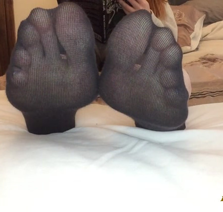 Sweetsoles - Reading Ignoring Foot