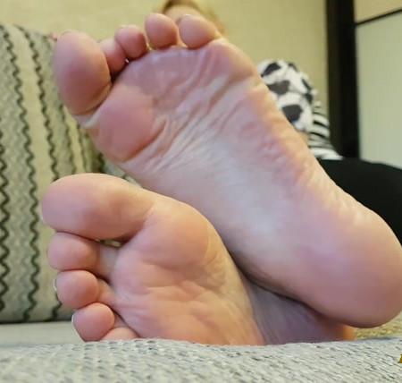 Rina Foxxy - feet bondage