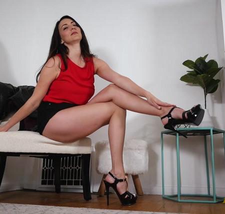 Stella Liberty - Legs Humiliation Tease